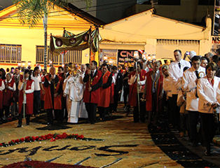 Paróquias de Aparecida celebram Corpus Christi